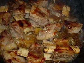 Тушеные говяжьи ребрышки с картошкой - фото шаг 1