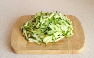 Салат с яичными блинчиками - фото шаг 7