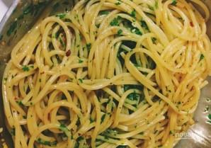 Спагетти с петрушкой - фото шаг 6