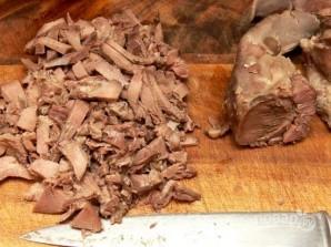 Салат с языком и огурцом - фото шаг 4