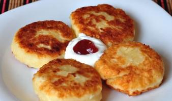 Сырники из творога на сковороде - фото шаг 4