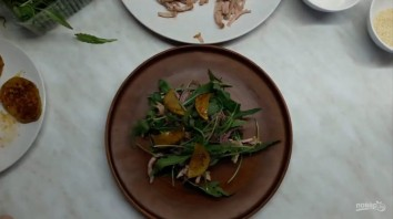 Вкусный салат с грушами и мясом - фото шаг 5