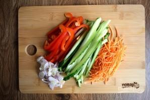 Ролл из лаваша с курицей и овощами - фото шаг 3