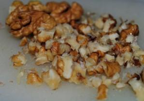Салат из сельдерея с орехами - фото шаг 2