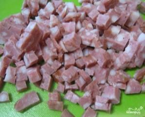 Салат с капустой и копченой колбасой - фото шаг 5