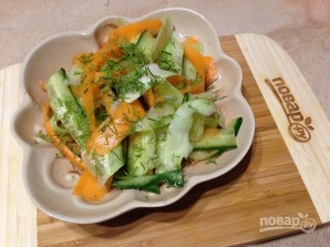 Салат из стеблей брокколи, моркови и огурца - фото шаг 8