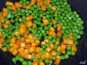 Морковь с зелёным горошком - фото шаг 3
