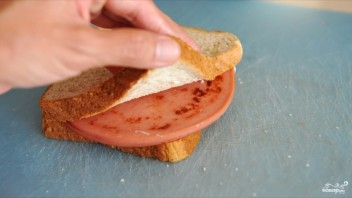 Бутерброды с вареной колбасой - фото шаг 3