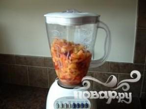 Витаминный напиток из персика и черники - фото шаг 4