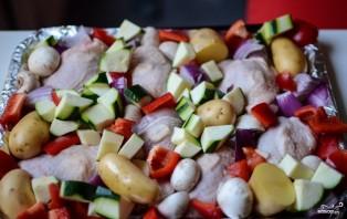 Курица, запеченная с овощами в духовке - фото шаг 3