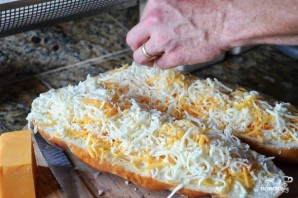 Хлеб с сыром и чесноком в духовке - фото шаг 5