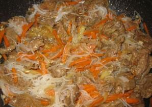 Фунчоза с говядиной и овощами - фото шаг 8