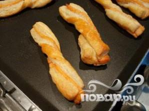 Слоеные язычки с лососем - фото шаг 6