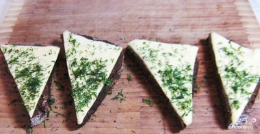 Закуска из черного хлеба с сельдью - фото шаг 2