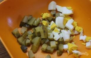 Салат с охотничьими колбасками - фото шаг 2