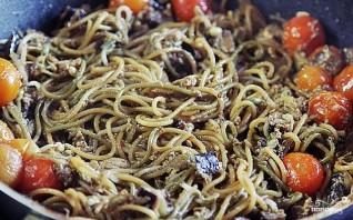 Спагетти с черри, баклажанами и пророщенной фасолью - фото шаг 4