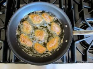 Курица в панировке с соусом - фото шаг 4
