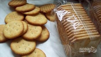 Закуска на крекерах с сыром и сосисками - фото шаг 2