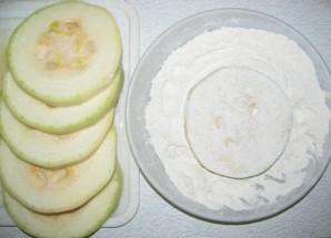 Кабачки жареные с овощами - фото шаг 1