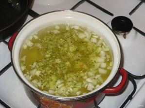 Сливочно-сырный суп с чесночными сухариками - фото шаг 6