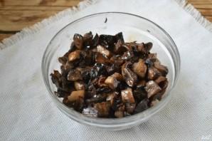 """Салат """"Гранатовый браслет"""" с грибами и курицей - фото шаг 2"""