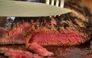 Бифштекс из говядины на сковороде - фото шаг 6
