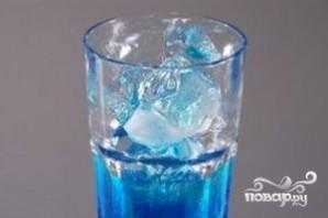 Алкогольный напиток голубого цвета - фото шаг 2
