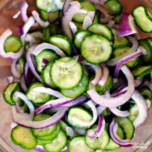 Салат из огурцов в сметанном соусе - фото шаг 8