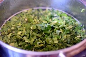 Суп с черемшой  и зеленым горошком. - фото шаг 4