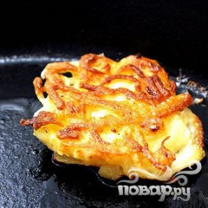 Картофельные оладьи с икрой - фото шаг 5