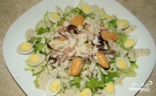 Салат с мидиями и осьминогами - фото шаг 9