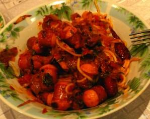 Макароны с сардельками в томатном соусе - фото шаг 4