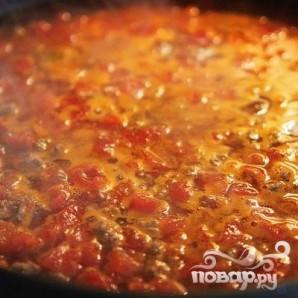 Макароны с фаршем, помидорами и сырным соусом - фото шаг 2