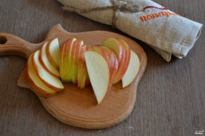 Яблочные розы из слоеного теста - фото шаг 2