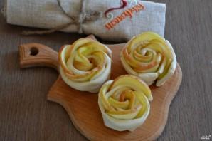 Яблочные розы из слоеного теста - фото шаг 5