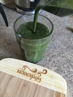 Зеленый коктейль с ростками подсолнуха - фото шаг 5