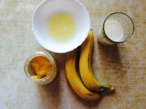 Банановый смузи с молоком  - фото шаг 1
