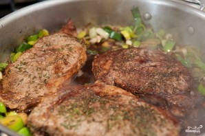 Стейк из говядины на сковороде - фото шаг 8