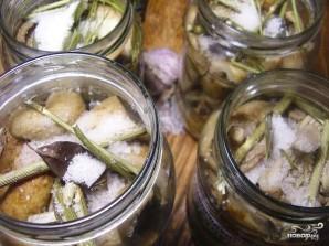 Соленые грибы со сметаной - фото шаг 2