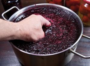 Вино из черной рябины - фото шаг 3