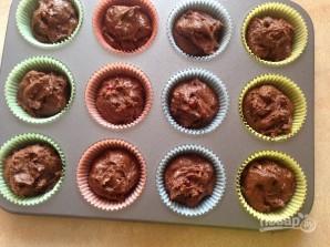 Очень шоколадные маффины с клюквой - фото шаг 9