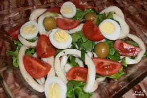 Новогодний салат из кальмаров - фото шаг 7