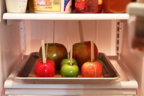 Яблоки в карамели и шоколаде - фото шаг 2