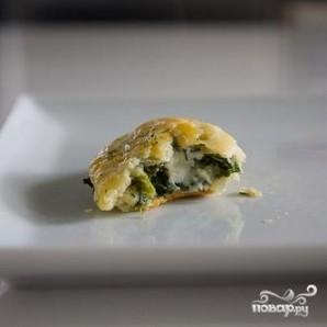Пирожки со шпинатом и сыром Фета - фото шаг 7