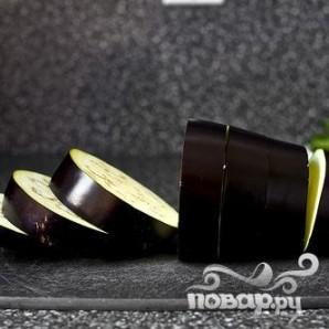 Запеченные баклажаны с рикоттой, помидорами и луком - фото шаг 1