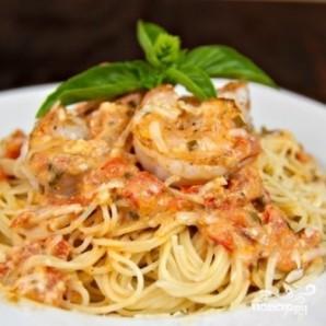 Спагетти с креветками в сливочно-томатном соусе - фото шаг 9