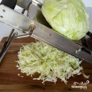Салат из двух видов капусты и огурцов - фото шаг 2