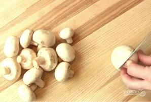 Простая яичница с грибами - фото шаг 1