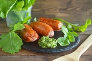 Сосиски-гриль с соусом песто из руколлы - фото шаг 7