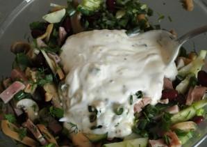 Простой салат из красной фасоли - фото шаг 4